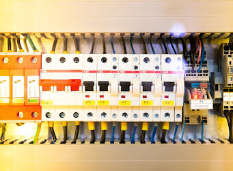 What Is a Circuit Breaker Panel?